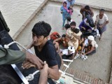 flood-muzaffargarh-reuters