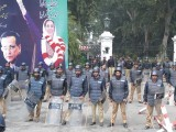 police-stand-at-goovernor-house-photo-riaz-ahmed-ijaz-mahmood-express
