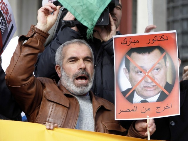 "A man holds a sign with a picture of Egypt's President Hosni Mubarak that reads: ""Dictator Mubarak, get out of Egypt"" during a protest held in solidarity with the Egyptian protesters, after Friday prayers in Istanbul January 28, 2011.  PHOTO: REUTERS/FILE"