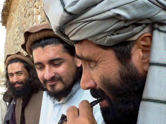 A file picture dated 4 October 2009 shows chief of Tehrik-e-Taliban Pakistan Hakimullah Mehsud (C) sitting with Taliban Spokesman Azam Tariq (R). PHOTO: EPA