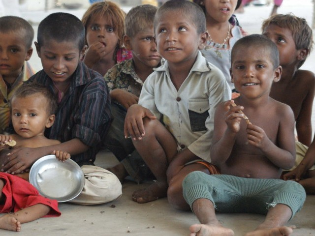 34.5 per cent of the population lives under the poverty line, of which 10.6 per cent are children.