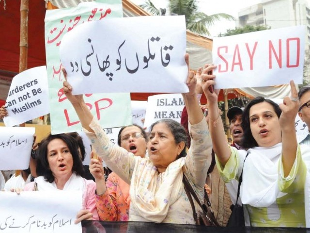 Protesters outside the press club. PHOTO: IRFAN ALI/EXPRESS