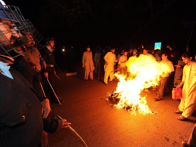 Activists torch tyres during a protest against the release of CIA contractor Raymond Davis near the US embassy in Islamabad on March 16, 2011. PHOTO: AFP