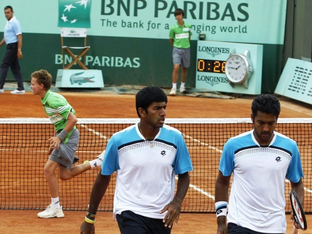 India's Rohan Bopanna (L) and Pakistan's Aisam-Ul-Haq Qureshi (R) play against Kazakhstan's Andrey Golubev and Uzekistan's Denis Istomin during their men's double third round match in the French Open tennis championship at the Roland Garros stadium. PHOTO: AFP
