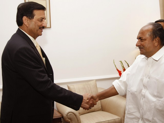 In this handout photo released by the Indian Ministry of Defence on May 30, 2011, visiting Pakistani Defence Secretary Lieutenant General Syed Ather Ali (L) talks with Indian Defence Minister A.K. Antony in New Delhi on May 30, 2011, during two-day Defence Secretary level talks between the two nations regarding the Siachen glacier. Top defence officials from India and Pakistan kicked off talks on May 30, to discuss a disputed Himalayan glacier that brought the neighbours to the brink of war in 1984. PHOTO: AFP