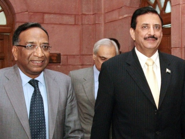 India's Defence Secretary Pradeep Kumar and his Pakistani counterpart Lieutenant-General (retired) Syed Athar Ali (R) walk after their meeting in New Delhi May 30, 2011. PHOTO: AFP/FILE