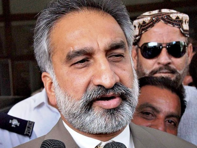 Zulfiqar Mirza says Altaf Hussain is a '100 times bigger criminal' than MQM-H leader Afaq Ahmed. PHOTO: APP/FILE