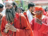 devotee-pray-photo-inp-2