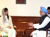 Indian Prime Minister Manmohan Singh (R) gestures while talking with Pakistan Foreign Minister Hina Rabbani Khar (L) during a meeting in New Delhi on July 27, 2011. PHOTO: AFP