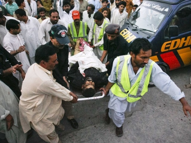 Police and rescue workers carry the body of a policeman, who was killed by unidentified gunmen, to a hospital in Quetta August 7, 2011. PHOTO: REUTERS