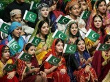 pakistani-girls-hold-flag