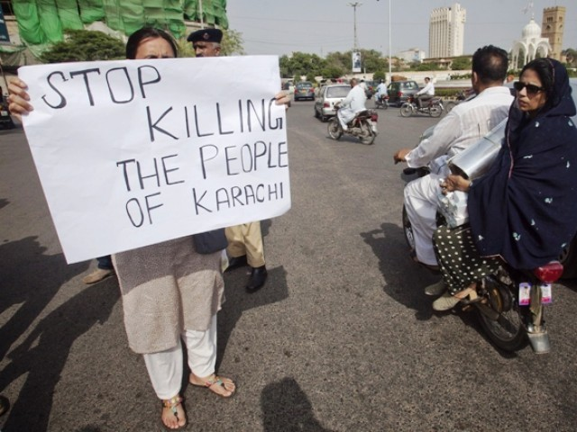 Chief Justice of Pakistan, Iftikhar Muhammad Chaudhry has taken a suo motu notice of the ongoing violence in Karachi, Express 24/7 reported on Monday. PHOTO: REUTERS/FILE