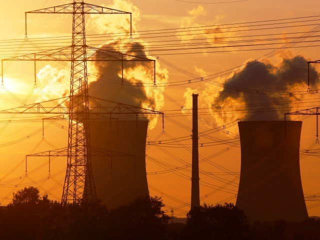 MORE POWER: 1,243 additional megawatts of electricity would be available if the private sector runs these plants more efficiently. PHOTO: EPA
