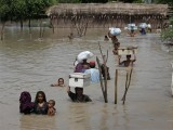 flood-victims-evacuate-their-villages-in-sukkur-pakistan