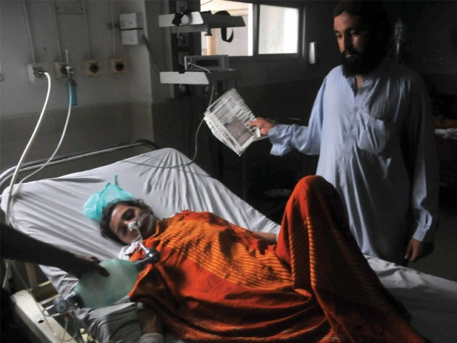 An attendant fans a young patient as a paramedic pumps air into her lungs in Jinnah hospital where an electricity breakdown lasted over 12 hours. PHOTO: MOHAMMAD AZEEM/EXPRESS