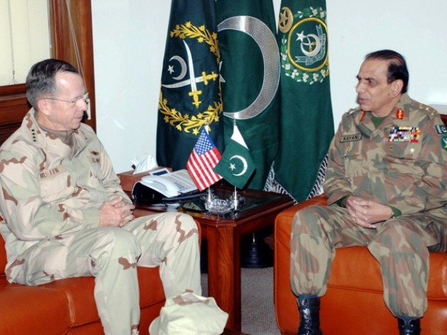 A handout picture shows US Chairman of Joint Chiefs of Staff Admiral Mike Mullen (L) talking with Pakistan's Army Cheif General Ashfaq Kayani during their meeting in Rawalpindi on December 16, 2009. PHOTO: EPA