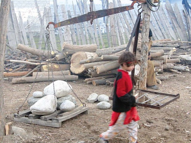 The arrival of winter in Gilgit-Baltistan is marked with rising firewood prices as people of the region complain about the shortage of fuel. PHOTO: THE EXPRESS TRIBUNE