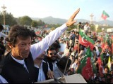 Pakistani politician and chief of Tehreek-e-Insaf (Movement for Justice) party, Imran Khan (L) waves to supporters during protest rally in Islamabad on October 28, 2011 against the US drone attacks in Pakistani tribal region. PHOTO : AFP