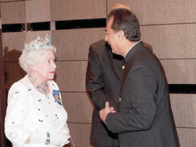 Prime Minister Yousaf Raza Gilani talking to Her Majesty Queen Elizabeth-II during a dinner hosted by the Queen in honour of heads of states. PHOTO:PPI