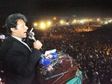 Pakistani politician and former cricketer Imran Khan addresses a rally in Lahore on October 30, 2011. PHOTO : AFP