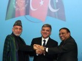 Turkish President Abdullah Gul (C), his Pakistani counterpart Asif Ali Zardari (R) and his Afghan counterpart Hamid Karzai (L) pose after their joint press conference in Istanbul on November 1, 2011. PHOTO: AFP