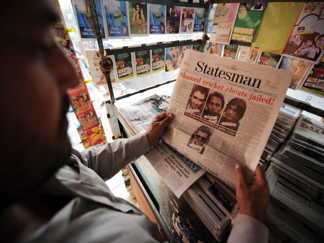 A newspaper front page featuring coverage of Pakistani cricketers jailed in the UK over match-fixing, is displayed at a roadside stall in Islamabad on November 4, 2011. PHOTO: AFP