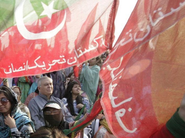 Two Pakistan Muslim League – Nawaz (PML-N) ticket-holders from Vehari and Sialkot, along with their supporters, joined Pakistan Tehreek-i-Insaf (PTI) on Saturday. PHOTO: NNI/FILE