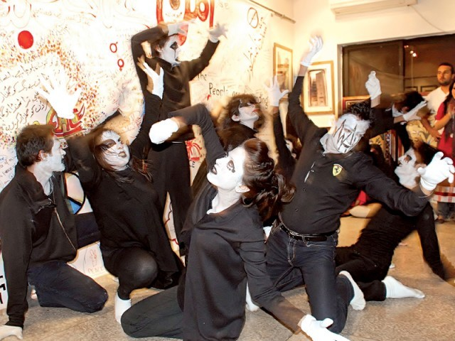 Artists present a mime performance at Nomad Art Gallery on Saturday. PHOTO: INP