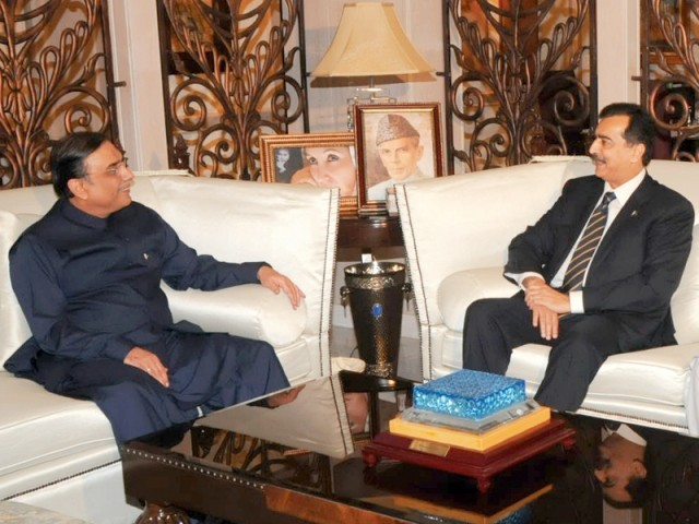 President Zardari meets Prime Minister Gilani at Bilawal House in Karachi. PHOTO: AIJAZ SHEIKH/ EXPRESS