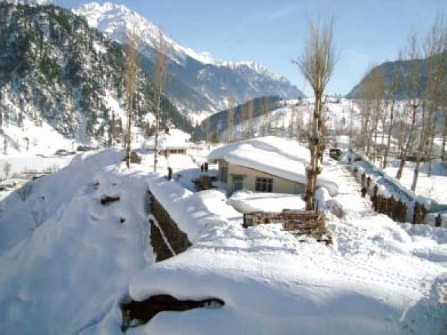 Fuel and water shortage arise due to freezing cold. photo :express