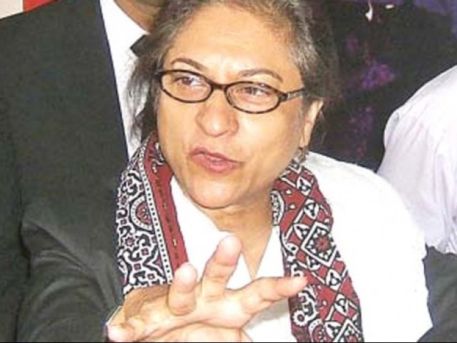 "Asma Jahangir said the court did not have the authority to issue directions to the judges of the high court to constitute a commission because a ""commission set up to examine any person or evidence may be deputed to any court except 'a high court'."" PHOTO: ONLINE"