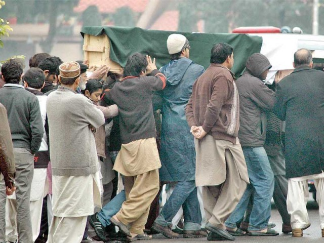 People shift Arfa's coffin from Cavalry Ground in Lahore. Her body was then shifted to Faisalabad, her native town, for burial. PHOTO: PPI