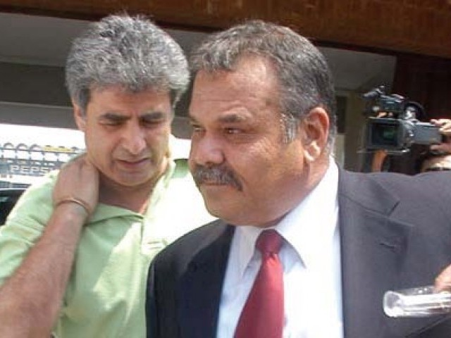 Cricket: Whatmore meets PCB officials - The Express Tribune
