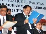 CJP administering oath to the newly elected office bearers of the Karachi Bar Association here on Saturday. PHOTO: APP