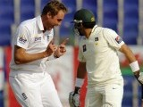 Pakistan bowled out for 257 on the second morning of the second Test. PHOTO: REUTERS