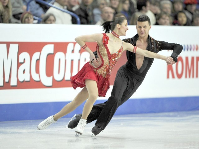 Charlene Guignard and Marco Fabbri of Italy perform their ice dance short dance routine at the European Figure Skating Championships at the Motorpoint Arena in Sheffield, northern England January 25, 2012. PHOTO: REUTERS