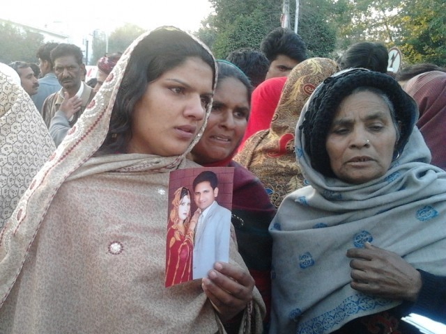 Muhammad Sarwar, 20, was killed in police encounter, family demands arrest of officers involved. PHOTO: ABDUL MANAN/ EXPRESS