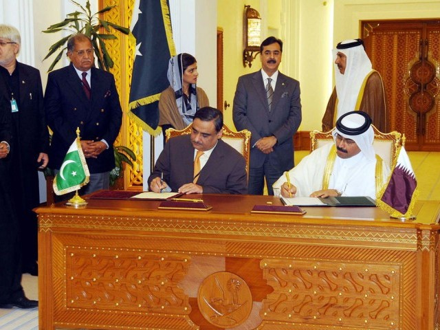 Pakistan Prime Minister Yousaf Raza Gilani, and his Qatari counterpart, Sheikh Hamad Bin Jassim Bin Jaber Bin Muhammad Al-Thani oversee the signing of an MoU for energy between Pakistan and Qatar. PHOTO: PPI