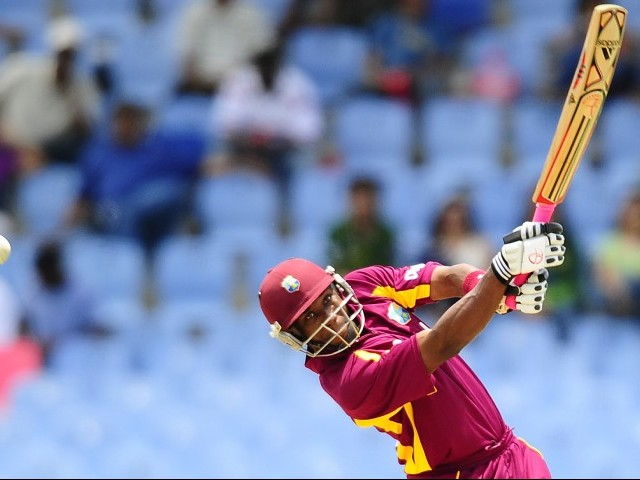 Bravo hit four sixes and added 45 with former Sri Lanka captain Sanath Jayasuriya to help his team overhaul a modest 126-run total in the 18th over. PHOTO : AFP
