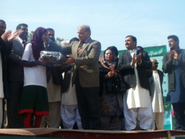 Punjab Chief Minister Shahbaz Sharif awards a laptop to a Bahawalpur student. PHOTO: KASHIF ZAFAR/EXPRESS