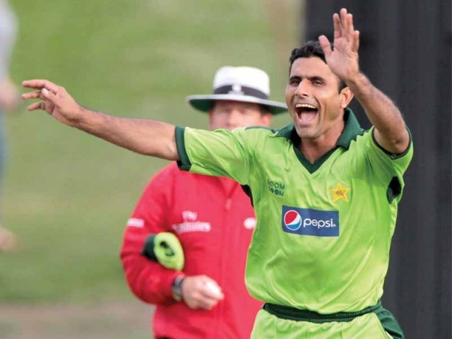 Pakistan all-rounder Abdul Razzaq, who said he can only bowl a few overs in an innings due to a shoulder injury, hopes to be fit for the Asia Cup. PHOTO: AFP