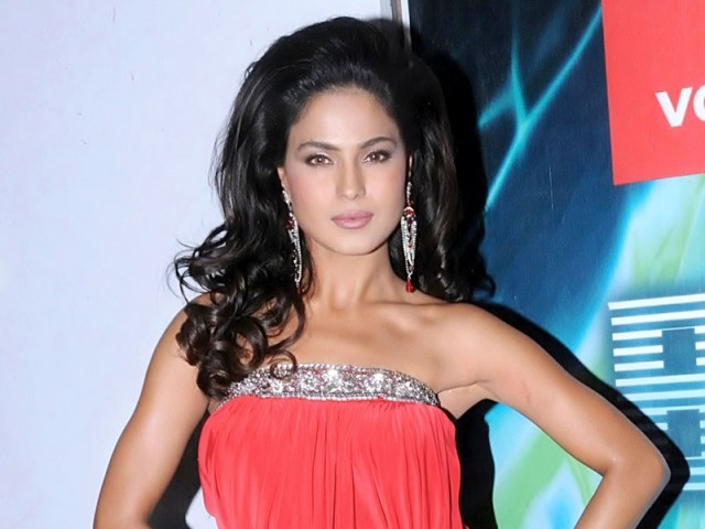 Notorious actor-cum-model Veena Malik parties it up for her 25th birthday. PHOTO: FILE