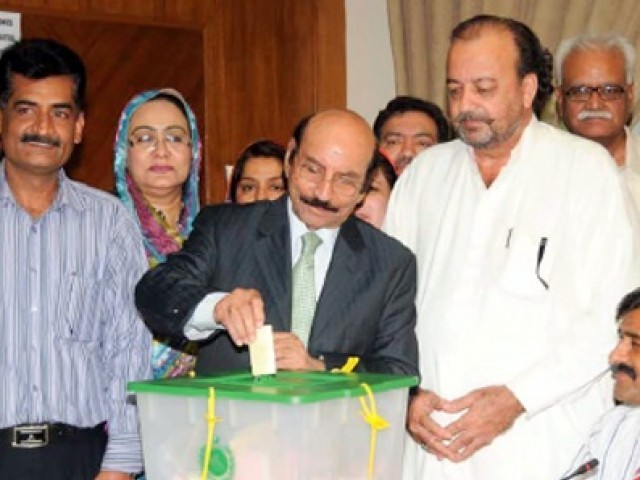 Sindh Chief Minister Qaim Ali Shah casting his vote. PHOTO: APP