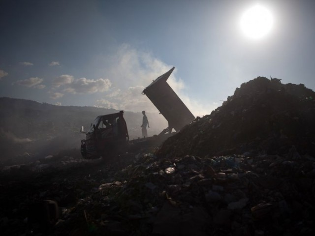 Lahore Compost Company was not fulfilling a contract to pick up 1,000 tonnes of waste daily for conversion into compost. It is only picking up around 350 tonnes a day.  PHOTO: AFP