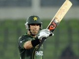 Misbah-ul-Haq acknowledges the crowd after scoring a half century (50 runs). PHOTO: AFP