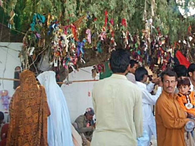 Thousands gather over seven weeks in Cholistan for partying and prayer.  PHOTO: KASHIF ZAFAR