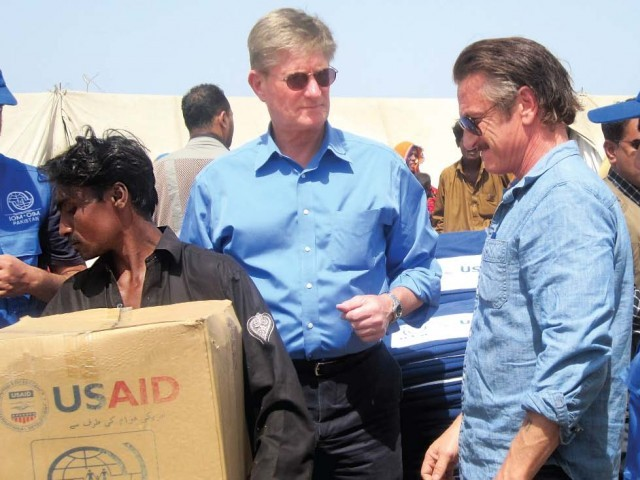 Sean Penn along with the US Consul General Willian J Martin, spoke to the people and distributed relief goods. PHOTO COURTESY MUSHTAQUE RAJPAR