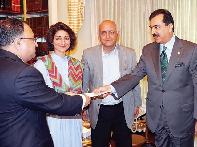 The PM presenting the cheque to the APNA delegation at PM House on 24 March. PHOTO: FILE SANA