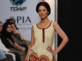 A Pakistani model presents a creation by Warda Lawn during a fashion show in Karachi on March 26, 2012. The event features 29 Pakistan seven foreign designers and brands. PHOTO : AFP