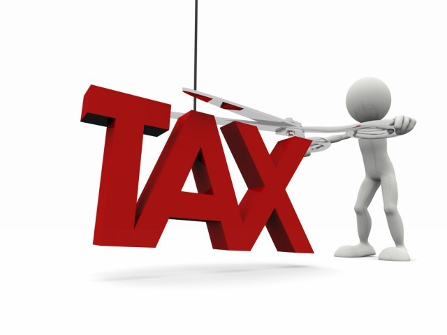 Business owners with income exceeding Rs350,000, but less than Rs500,000, pay 7.5% in taxes while salaried individuals with income between Rs350,000 and Rs400,000 the tax rate is 1.5%.